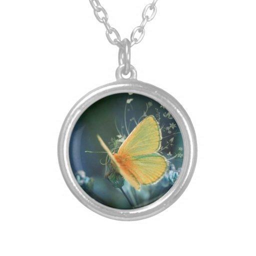 Mariposa Collar Plateado