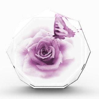 Mariposa color de rosa púrpura