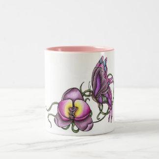 Mariposa con la taza de la orquídea