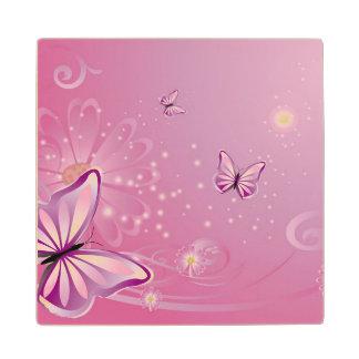 Mariposa con las flores