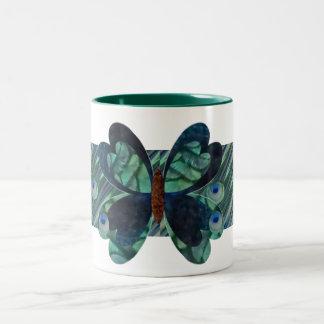 Mariposa con los ojos del pavo real taza de dos tonos