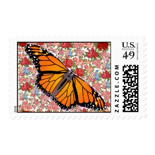 Mariposa con los sellos de las flores