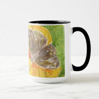 Mariposa de Brown, flor amarilla Taza