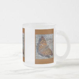 Mariposa de emperador rojiza taza de cristal