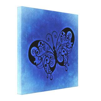 Mariposa de lujo en un fondo azul del dril de impresiones en lienzo estiradas