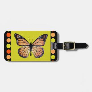 Mariposa de monarca bonita en el oro con los lunar etiqueta de equipaje