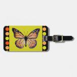 Mariposa de monarca bonita en el oro con los lunar etiquetas de maletas