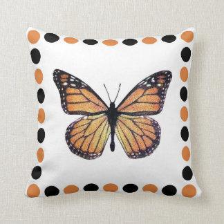 Mariposa de monarca bonita enmarcada almohadas