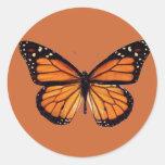 Mariposa de monarca bonita etiquetas redondas