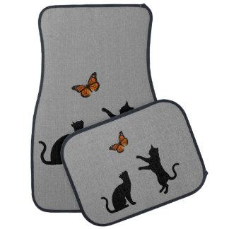 Mariposa de monarca con las siluetas del gato alfombrilla de auto