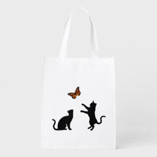 Mariposa de monarca con las siluetas del gato bolsa de la compra