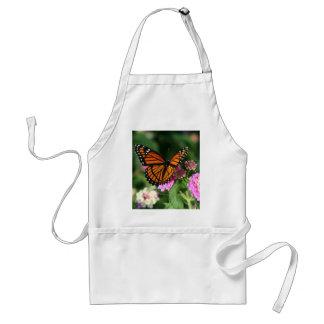 Mariposa de monarca en la flor del Lantana Delantal
