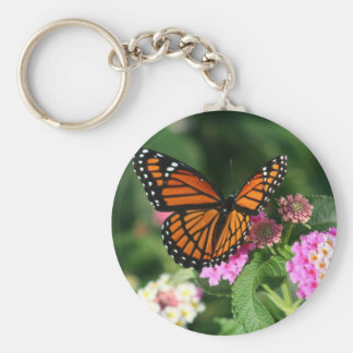Mariposa de monarca en la flor del Lantana Llavero Redondo Tipo Pin