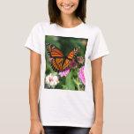 Mariposa de monarca en la flor del Lantana Playera