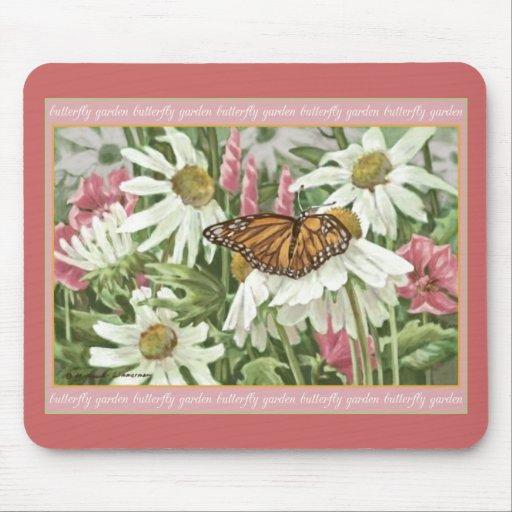 Mariposa de monarca en la pintura blanca de Conefl Alfombrillas De Raton