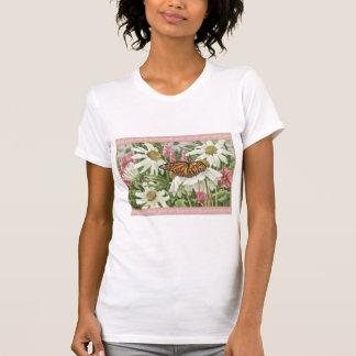 Mariposa de monarca en la pintura blanca de camisetas