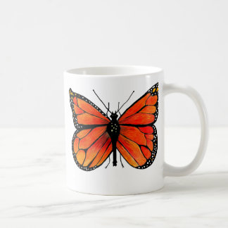 Mariposa de monarca en la taza del café/del té