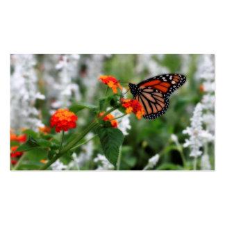 Mariposa de monarca en Lantana anaranjado y rojo Tarjetas De Visita