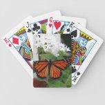Mariposa de monarca en naipes de las flores baraja de cartas
