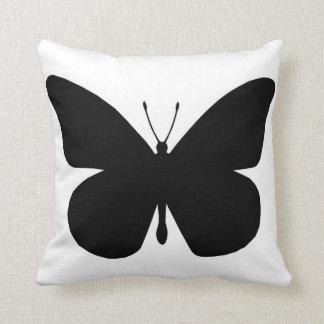 Mariposa de monarca negra bonita cojines