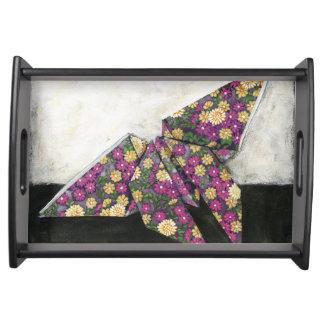 Mariposa de Origami en el papel floral Bandejas
