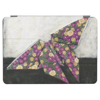 Mariposa de Origami en el papel floral Cover De iPad Air