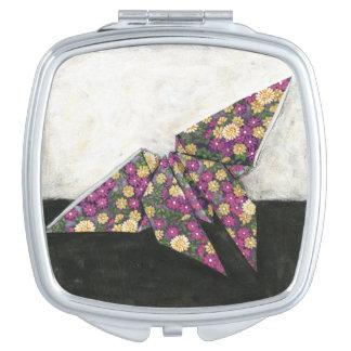 Mariposa de Origami en el papel floral Espejos De Viaje
