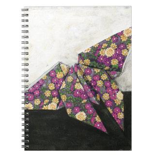Mariposa de Origami en el papel floral Libretas
