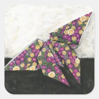 Mariposa de Origami en el papel floral Pegatina Cuadrada