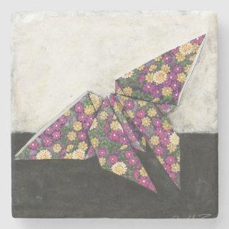 Mariposa de Origami en el papel floral Posavasos De Piedra