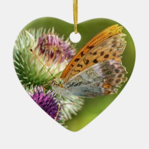 Mariposa de Paphia del Argynnis en la flor de Adorno Navideño De Cerámica En Forma De Corazón