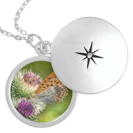 Mariposa de Paphia del Argynnis en la flor de Card Pendiente Personalizado