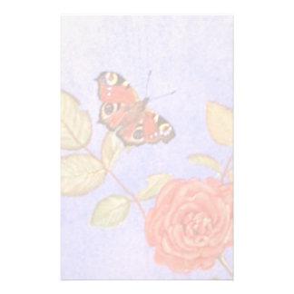 Mariposa de pavo real en arte de los rosas papeleria