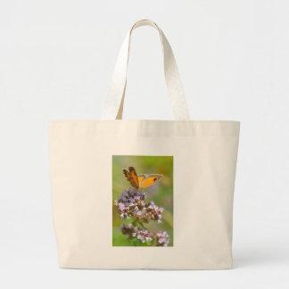 Mariposa de Pyronia en la flor Bolsas De Mano