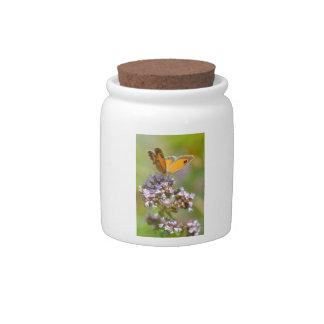 Mariposa de Pyronia en la flor Platos Para Caramelos