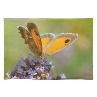 Mariposa de Pyronia en la flor Mantel Individual