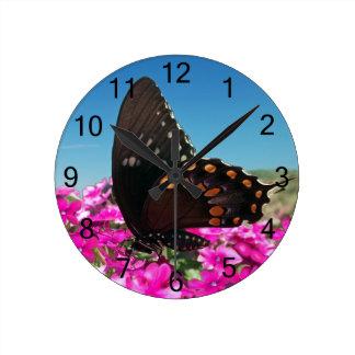 Mariposa de Spicebush Swallowtail Reloj Redondo Mediano
