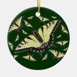 Mariposa de Swallowtail del tigre Adorno Navideño Redondo De Cerámica