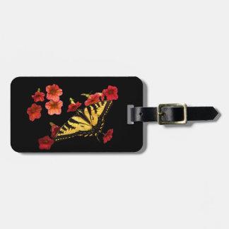 Mariposa de Swallowtail del tigre con las flores Etiquetas Para Maletas