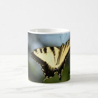 Mariposa de Swallowtail del tigre Taza Clásica