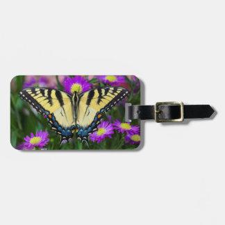 Mariposa de Swallowtail en margarita Etiquetas Para Maletas