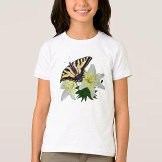 Mariposa de Swallowtail en tulipanes Remeras