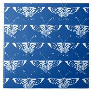 Mariposa del art déco, azul de cobalto y blanco azulejo cuadrado grande