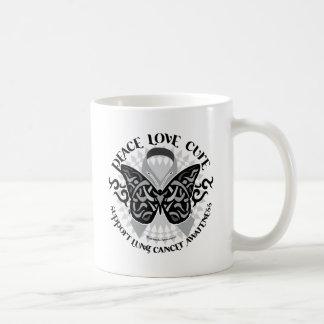 Mariposa del cáncer de pulmón tribal taza