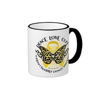 Mariposa del cáncer de vejiga tribal taza de dos colores