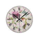 Mariposa del colibrí del vintage y subió reloj