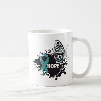 Mariposa del escleroderma de la esperanza taza básica blanca