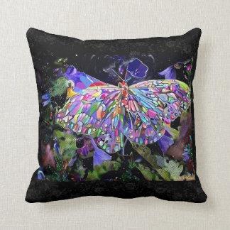 Mariposa del jardín secreto almohada