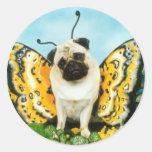 Mariposa del perro del barro amasado etiquetas redondas