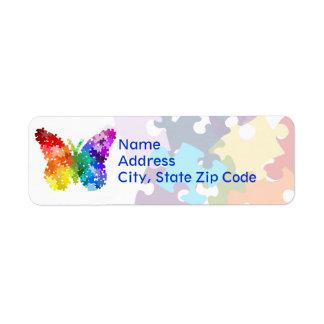 Mariposa del rompecabezas del arco iris de la conc etiqueta de remite